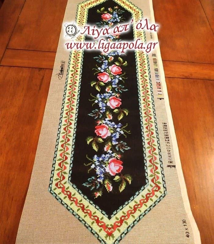 Σταμπωτό σεμέν τραβέρσα λουλούδια σε μαύρο φόντο 40x130 - Gobelin